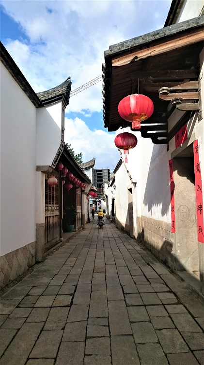 As an expat in Fuzhou you can visit the alleys of Sanfang Qixiang
