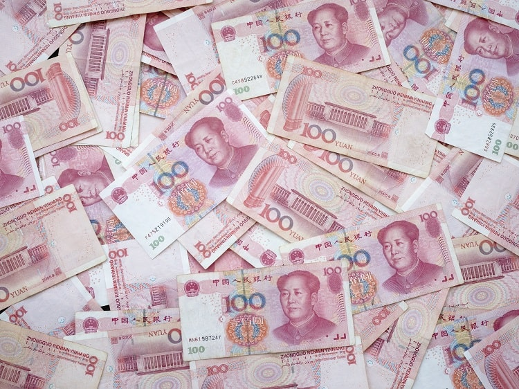 Why do Chinese people check banknotes?