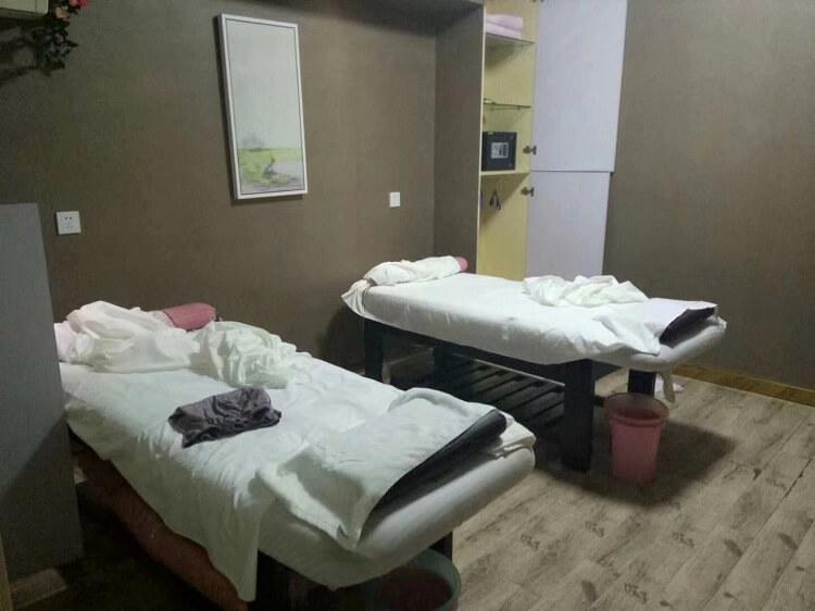 Chinese massage beds