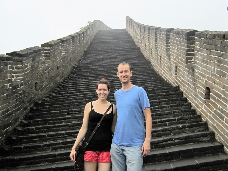 Two foreign teachers posing for a photo on the Great Wall of China in Beijing